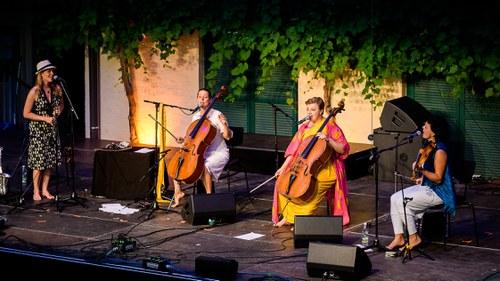 Las Hermanas Caronni, Rina Kaçinari & Maria Craffonara _037.jpg